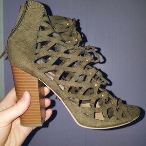 Lace up chucky heel